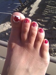A summer pedicure is what i need! Toe Nail Color, Nail Colors, Pedicure Nail Art, Manicure, Nail Nail, Summer Toe Nails, Pedicure Summer, Red Nails, Hair And Nails