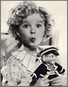 1936 Shirley Temple & Sailor Doll from the Queen Mary, a birthday gift from a British fan photo Classic Hollywood, Old Hollywood, Hollywood Girls, Shirley Temple, Temple Movie, Old Movie Stars, Actrices Hollywood, People Of Interest, She Movie
