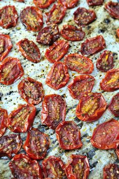 Homemade Sun-Dried Tomatoes This is a great idea for all the tomatoes I'm growing in my garden.