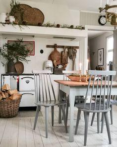 Home Interior Pictures . Kitchen Sink Decor, Rustic Kitchen, Vintage Kitchen, Home Interior, Interior Design, Scandinavian Home, Home And Deco, Küchen Design, Country Decor