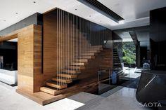 Nowoczesne schody w luksusowej willi Nettelton 198 w Kapsztadzie. Zobacz intrygujące i nietypowe rozwiązania i zainspiruj się!