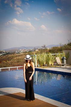O vestido é da Shoulder, birken Arezzo, chapéu do Panamá (de verdade – comprei no aeroporto) e óculos D&G. As fotos são da Ana Camargos.