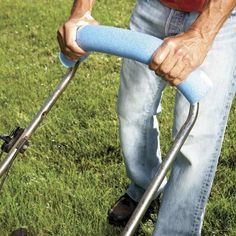 Take the strain out of mowing the lawn by fitting a pool noodle over the handle. It makes the handle far more comfortable to hold and might even make you want to mow the lawn more! Swim Noodles, Trampoline Springs, Pool Noodle Crafts, Pipe Insulation, Ideas Prácticas, Play Ideas, Craft Ideas, Pool Toys, Useful Life Hacks