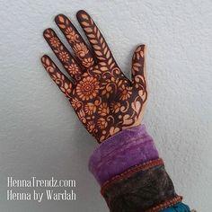 I has a pretty palm! 💖😍😍😍😍😍💖💖💖😉 San Diego, California. HENNA BY WARDAH OF HENNATRENDZ. ~Book your henna appointment at artist's home studio! ~Parties ~Bridal Mehndi ~Purchase fresh henna cones  www.HennaTrendz.com🌷  Facebook: Henna Trendz By Wardah  #mehndi #henna #hennatattoo #henna_i #sandiego #bridalmehndi #southbay #hennapro #hippie #hennalove #delmar #lajolla #hennaart #hennadesign #sandiegohenna #chulavista #dressyourface #inai #downtownla  #7enna #missionbeach…