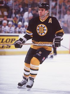 Adam Oates of the Boston Bruins in action against the Buffalo Sabres in 1995. (Rick Stewart/ALLSPORT)