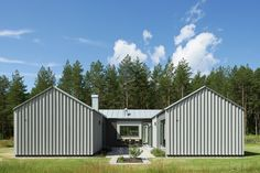 Image 1 of 22 from gallery of H House / Björn Lundquist Arkitektur. Photograph by Åke E:son Lindman Amazing Architecture, Architecture Design, U Shaped Houses, Container Architecture, Floor Plan Layout, Villa, Hawaii Homes, Design Your Dream House, Timber House