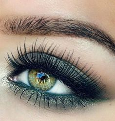 Lashes + Green Smokey Make-up for Green Eyes Dramatic Eye Makeup, Colorful Eye Makeup, Makeup For Green Eyes, Natural Eye Makeup, Eye Makeup Tips, Smokey Eye Makeup, Skin Makeup, Makeup Inspo, Makeup Inspiration