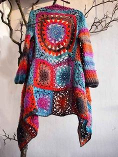 Encontrabas mucha variedad del sweater largo tejido.