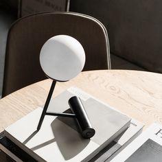 Phare LED lampe fra Menu - Se det store udvalg online her Black Table Lamps, Table Lamp Base, Table Lamp Sets, Lamp Bases, Light Table, Lamp Light, Lampe Led, Led Lamp, Pink Beige