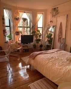 30 Best Inspiring Maximizing Small Bedroom Apartment Room Ideas - Home Decor Interior Bohemian Bedroom Decor, Cozy Bedroom, Bedroom Apartment, Bedroom Ideas, Master Bedroom, Bedroom Colors, Cozy Apartment, Bedroom Designs, Bedroom Red