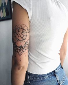 Upper Shoulder Tattoo For Women Inspiration New Ideas Bicep Tattoo Women, Tricep Tattoos, Inner Bicep Tattoo, Elbow Tattoos, Forearm Sleeve Tattoos, Half Sleeve Tattoo Upper Arm, Upper Shoulder Tattoo, Upper Arm Tattoos, Half Sleeve Tattoos Designs