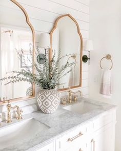 I recently discovered @blushingboho and her feed is beautiful! This is her master bathroom. I am so stealing ideas from her! Now if you'll excuse me, I need to go check out her blog....😍 * * * * * * #masterbathroom #bathroomdecor #bathroomremodel #bathroomdesign #bathroompic #bathroompics #bathroomtiles #bathroomreno #bathroomrenovation #bathroomvanity #bathroominspiration #bathroominspo #bathroomideas #bathroominterior #bathroommakeover #bathroomstyle #bathroomaccessories #bathroomlighting #