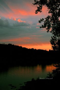 Willamette River sunset bu Martin Menard.