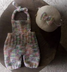 Macacão e headband confeccionados em tricô em fio com Mohair (super macio) <br>cor - mescla <br>tamanho - RN / 1 a 3 meses