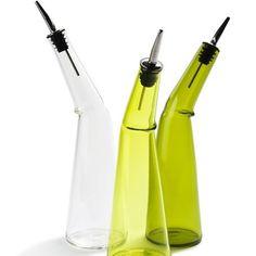 Kink oil pourer