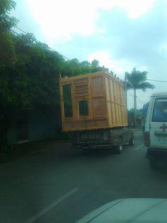 Transporte de muebles. 6 roperos en una camioneta