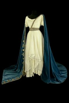 """Costume designed by Marcel Escoffier for Maria Callas in the Paris Opera's 1964 performance of Vencenzo Bellini's """"Norma"""" The action takes place in Gaul under the Roman occupation, and exposes the love affair between Pollione, Roman proconsul, Norma,. Maria Callas, Medieval Dress, Medieval Clothing, Renaissance Dresses, Historical Costume, Historical Clothing, Pretty Dresses, Beautiful Dresses, Greek Fashion"""