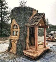 Gartenskulptur Gnome House - New ideas Fairy Tree Houses, Fairy Garden Houses, Garden Projects, Wood Projects, Garden Ideas, Gnome House, Gnome Tree Stump House, Fairy Doors, Miniature Fairy Gardens