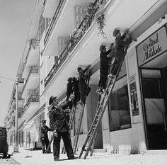 Bairro de Alvalade,instalação de linhas telefónicas Antique Photos, Capital City, Good Old, Lisbon, Deco, Black And White, Street, Buildings, Vintage