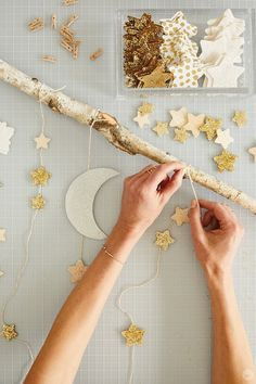 Create your own dreamy room decor with a DIY star wall hanging - Think. Create your own dreamy room decor with a DIY star wall hanging – Think. Decorations For Rooms, Star Decorations, Ramadan Activities, Ramadan Crafts, Ramadan Sweets, Diy Wand, Room Wall Decor, Diy Wall Decor, Easy Diy Room Decor