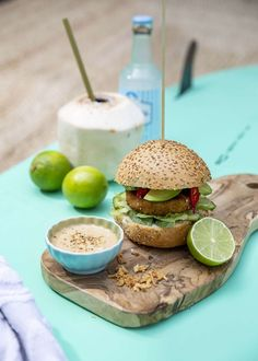 (Photo)Styled by for magazine Spaghetti Vongole, Cooking Recipes, Healthy Recipes, Spirulina, Surfs Up, Salmon Burgers, Food To Make, Avocado, Bbq