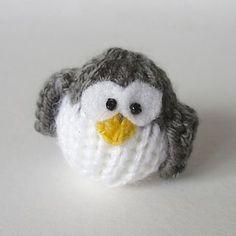 Ravelry: Teeny Penguin pattern by Amanda Berry Owl Knitting Pattern, Christmas Knitting Patterns, Arm Knitting, Knitting Patterns Free, Free Pattern, Crochet Patterns, Beginner Knitting, Bunny Blanket, Crochet Fall