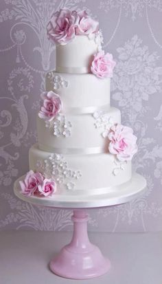 <3...Love the pink cake plate