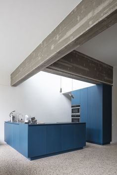 Atelier Janda Vanderghote has transformed the interior of one of Ghent's historic houses into B&B Entrenous with a concrete frame and blue furniture. Interior Architecture, Interior And Exterior, Contemporary Architecture, Kitchen Interior, Kitchen Design, Microwave In Kitchen, Cuisines Design, Blue Furniture, Historic Homes