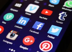 Social media is an invaluable tool in today's internet marketing. Social media is responsible for a huge amount of internet marketing sales. Knowing how to use social media for internet marketing is a must. Marketing Digital, Marketing Online, Mobile Marketing, Content Marketing, Internet Marketing, Marketing Videos, Marketing Training, Marketing Strategies, Facebook Marketing