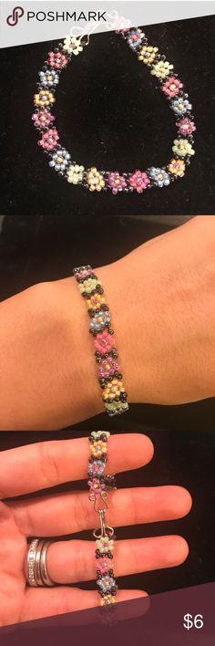 """Beaded flower bracelet, handmade! Cute and fun ! 7"""" long . Jewelry Bracelets"""