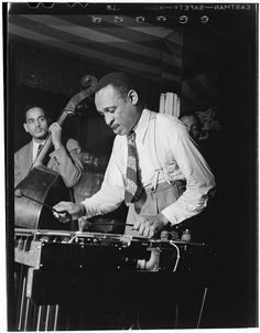[Portrait of Lionel Hampton, Aquarium, New York, N.Y., ca. June 1946] (LOC) | Flickr : partage de photos !