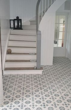 Cement tiles in the entrance. - Cement tiles in the entrance. - Cement tiles in the entrance. – Cement tiles in the entrance. Hall Tiles, Tiled Hallway, Hall Flooring, Kitchen Flooring, Victorian Hallway, Interior And Exterior, Interior Design, Tile Floor, Sweet Home
