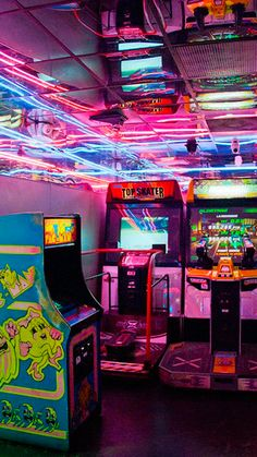 "Sleazeburger: "" family arcade in la "" retro arcade, neon lights photography, city Neon Aesthetic, Aesthetic Vintage, Photo Wall Collage, Picture Wall, Vaporwave, Mythos Academy, Photowall Ideas, San Junipero, Photocollage"