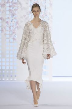 View all the catwalk photos of the Ralph & Russo haute couture spring 2016 showing at Paris fashion week. Couture Fashion, Runway Fashion, Fashion Show, Fashion Design, Gala Dresses, Evening Dresses, Wedding Dresses, Lace Dress, Dress Up
