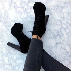 Imagem de boots, shoes, and black Up Shoes, Me Too Shoes, Ugg Boots, Shoe Boots, Cheap Snow Boots, Aesthetic Shoes, Sneaker Heels, Dream Shoes, Pretty Shoes