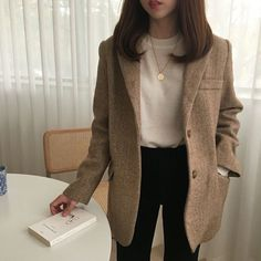 street style blazer brown blazer white tee black jeans coin necklace gold charm necklace charm necklace style inspo outfit inspo fashion ins Mode Outfits, Korean Outfits, Fall Outfits, Casual Outfits, Fashion Outfits, Fasion, Blazer Fashion, Asian Fashion, Look Fashion