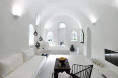 PATSIOS Architecture + Construction Photos: Paterakis Vangelis In the Aegean Sea, on the island of Santorini, a holiday villa designed by Patsios Architecture + Construction and its exceptional sea…