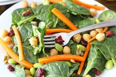 Spinach and Edamame Salad with chickpeas, dried cranberries, pepitas, and carrots. from: Maria, (Two Peas and Their Pod) Edamame Salad, Spinach Salad, Recipe Edamame, Best Post Workout Food, Food To Gain Muscle, Go Veggie, Great Recipes, Favorite Recipes, Yummy Recipes