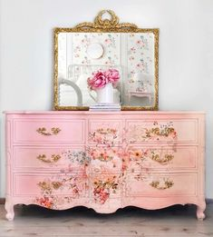 The relaxing and romantic tone from the shabby chic style causes it to be a well known option for bedrooms. White shabby chic furniture is usually best Decoupage Furniture, Funky Furniture, Refurbished Furniture, Repurposed Furniture, Shabby Chic Furniture, Furniture Projects, Furniture Makeover, Vintage Furniture, Luxury Furniture