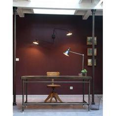Bureau attribué à René Herbst ( 1891-1982) modèle dessiné et réalisé pour la salle de lecture de la maison de la chimie à Paris en 1932 par les établissements Flambo.Structure métallique, piétement tubulaire .A noter, manque les 2 caissons à tiroirs etrevêtementdu plateau.Dimensions:Haut: 77,5 cmLong: 155cmProf: 70cm