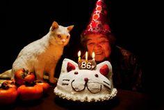 突然の別れ…あのおばあちゃんと白猫の写真が、今再び話題に。 | Share News Japan