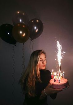 Geburtstag schießen Sweet 16 Bday Foto 17 18 19 20 21 22 Ballons Feuerwerk Kuchen Happy Candles Anniversary Photoshoot Source by arvenique . Birthday Goals, 18th Birthday Party, Girl Birthday, Tumblr Birthday, Birthday Cake, Birthday Ideas, Sweet 16 Birthday, Birthday Month, Birthday Celebration