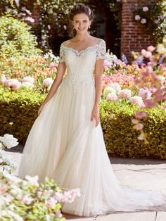 Verngo A-line Wedding Dress Lace Tulle Wedding Gowns V-neckline and Illusion Back Bride Dress Simple Wedding Dress 2019 Sottero And Midgley Wedding Dresses, Tulle Wedding Gown, Bridal Dresses, Bridesmaid Dresses, Backless Wedding, Ivory Wedding, Event Dresses, Crystal Wedding, Mermaid Wedding
