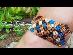 8 colors dif 3 x 140 cm c/u Micro Macrame Tutorial, Macrame Bracelet Tutorial, Crochet Bracelet, Bead Loom Bracelets, Bracelet Crafts, Macrame Bracelets, String Friendship Bracelets, Friendship Bracelet Patterns, Macrame Knots