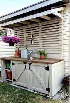 Garden Ideas Discover The Painting of the Potting Bench - SW Perfect Greige! Potting Bench painted with Wagner Flexio and Sherwin Williams Perfect Greige {Reality Daydream} Outdoor Potting Bench, Potting Tables, Potting Bench With Sink, Potting Bench Plans, Garden Storage Bench, Outdoor Storage, Potting Station, Outdoor Sinks, Outdoor Pots