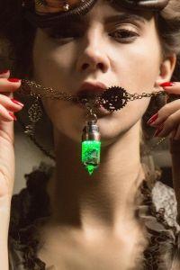 Steampunk Halskette mit Leuchtkapsel Anhänger