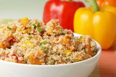 Exotischer Quinoa-Salat mit Mandelmus und Sojasoße. #rezept #salat #quinoa #nu3