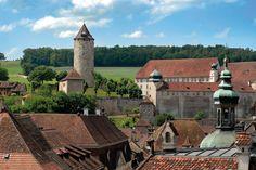 Porrentruy in Zwitserland, finish van een touretappe. Destinations, Vacation Ideas, Bucket, Mansions, House Styles, Travel, Beautiful, Notebooks, Switzerland