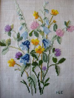 This Pin was discovered by Ays Cross Stitch Love, Cross Stitch Flowers, Cross Stitch Designs, Cross Stitch Patterns, Cross Stitching, Cross Stitch Embroidery, Embroidery Patterns, Hand Embroidery, Needlepoint Stitches