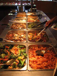 Buffet - grotesque Wedding Buffet Menu, Wedding Food Menu, Reception Food, Party Buffet, Wedding Ideas, Buffet Set Up, Styling A Buffet, Chinese Food Buffet, Chinese Food Catering